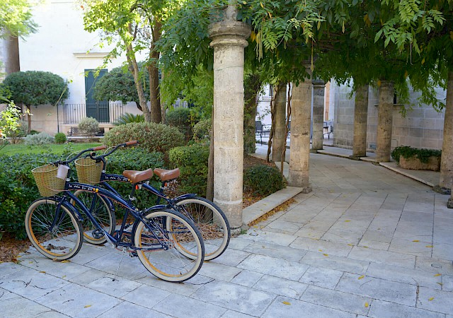 The bicycles of the bed and breakfast Sine Tempore Manduria