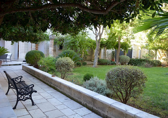 Garden of the bed and breakfast Sine Tempore in Manduria