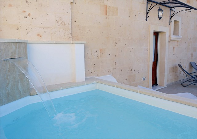 Detail of the swimming pool bed and breakfast Sine Tempore Manduria